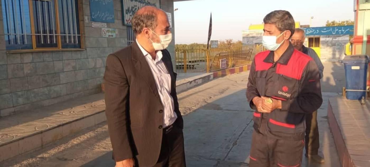 تاکید فرماندار شهرستان تویسرکان به رعایت بهداشت و نکات پیشگیرانه برای بیماری کرونا در بازدید میدانی از جایگاه های سوخت