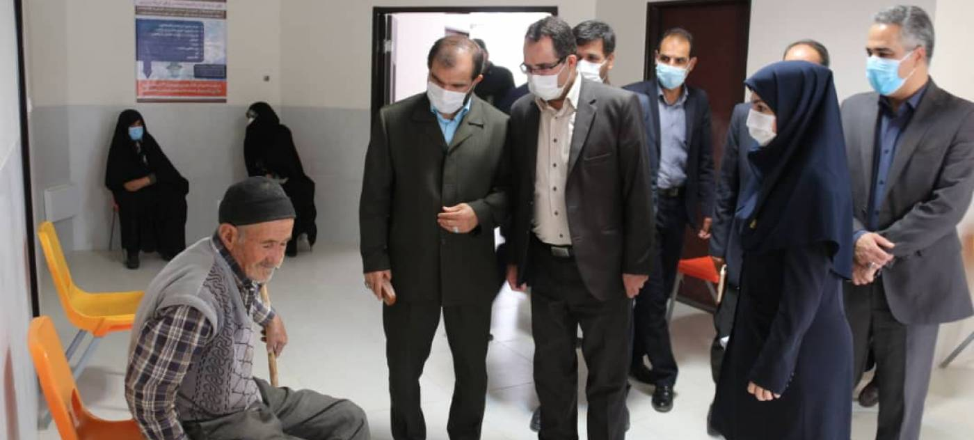 بازدید فرماندار کبودراهنگ از مرکز واکسیناسیون کرونا