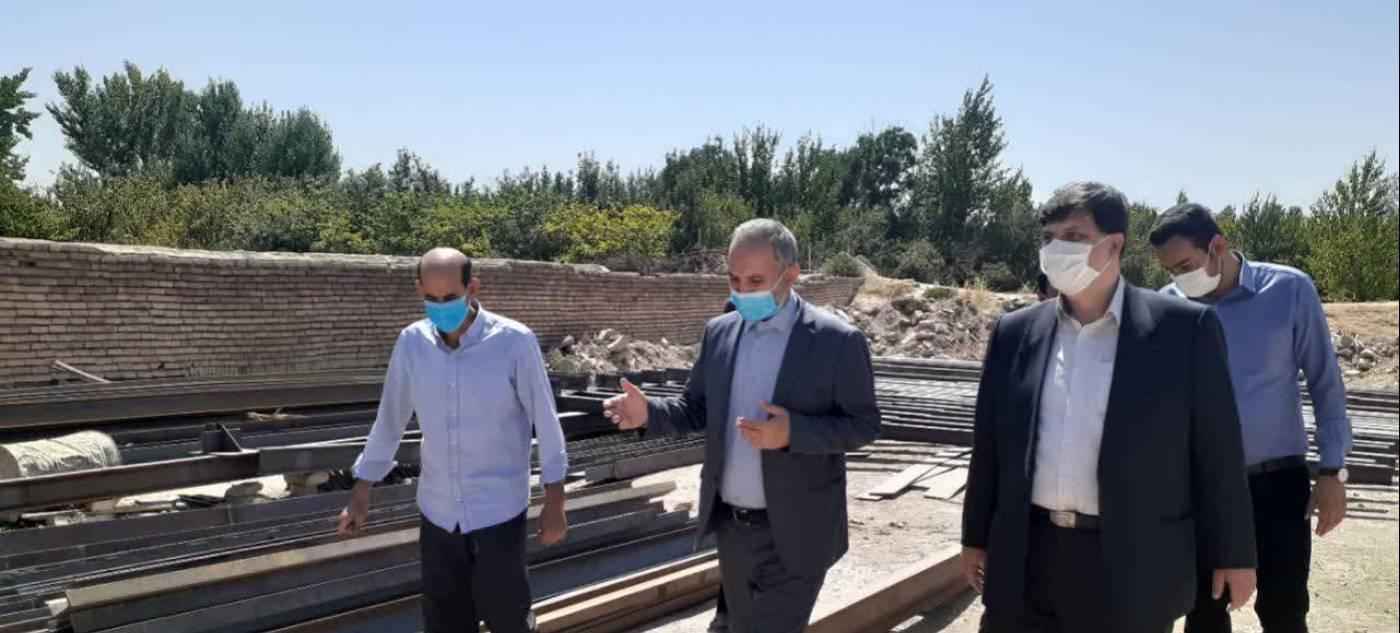 فرماندار از پروژه احداث مرکز جامع سلامت روستای درگزین بازدید کرد.