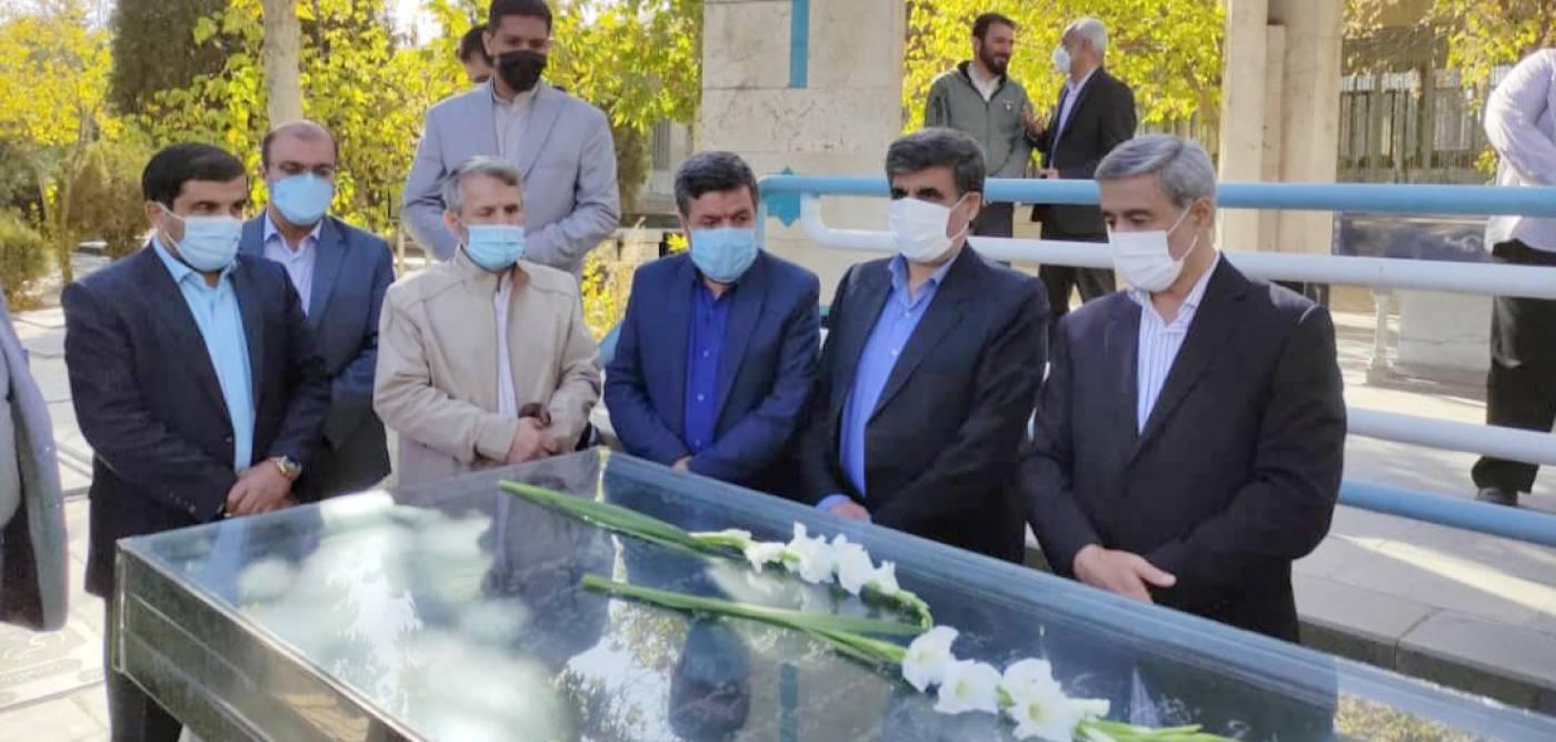 استاندار همدان نخستین روز کاری خود را با ادای احترام به شهدا آغاز کرد