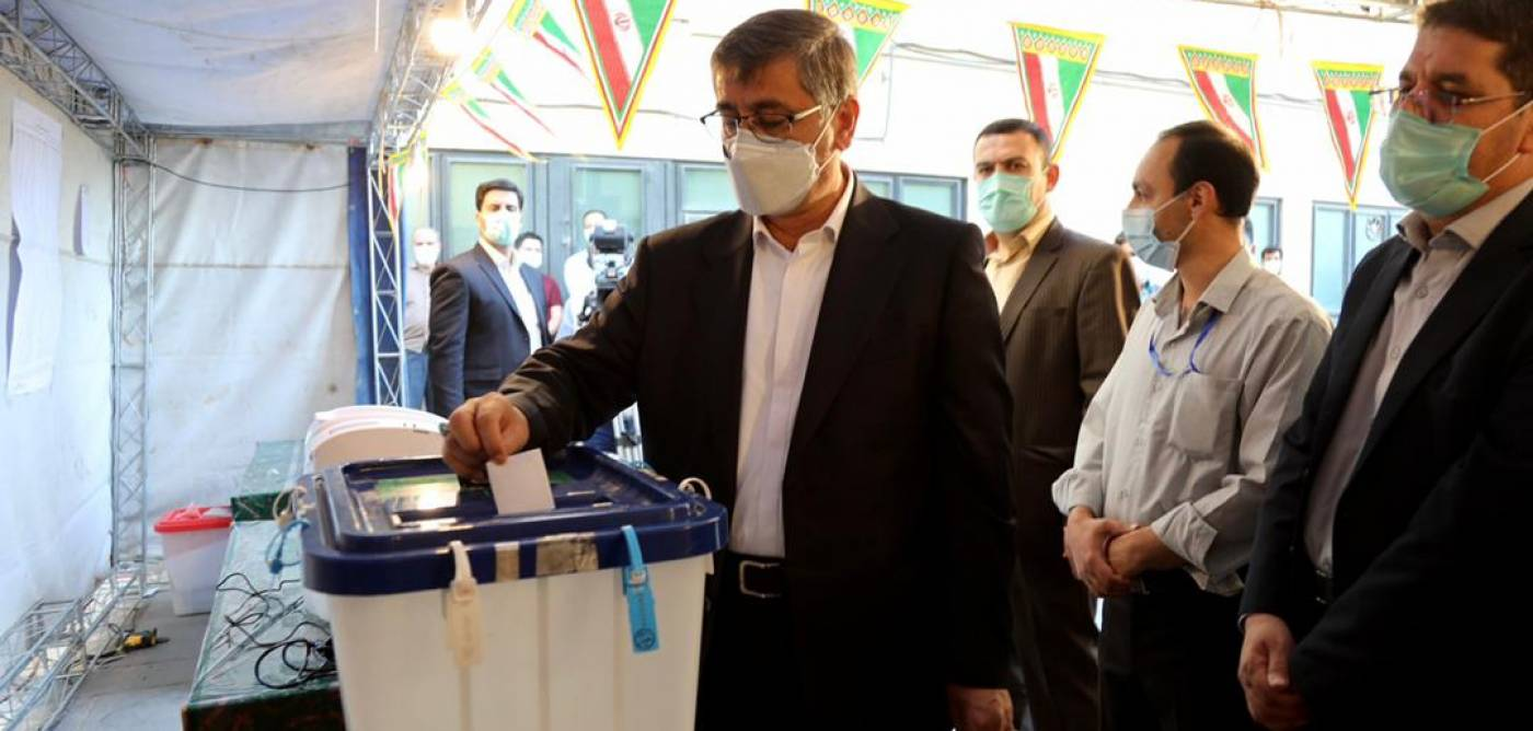 استاندار همدان رای خود را به صندوق انداخت